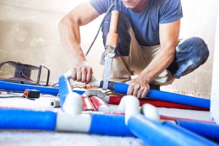 Comment installer son système de plomberie sur une dalle en terre plein ?