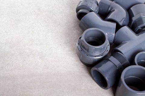 Plomberie avec des raccords en PVC
